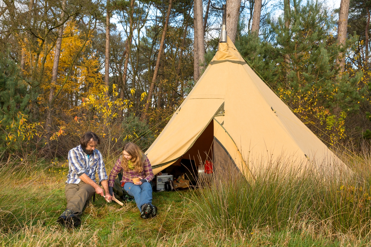 Koen Arts and his wife Gina in front of the tipi