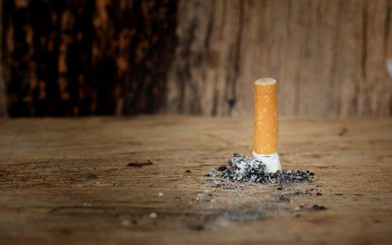 Waar moeten rokende studenten heen nu ook de rookruimte is verboden?