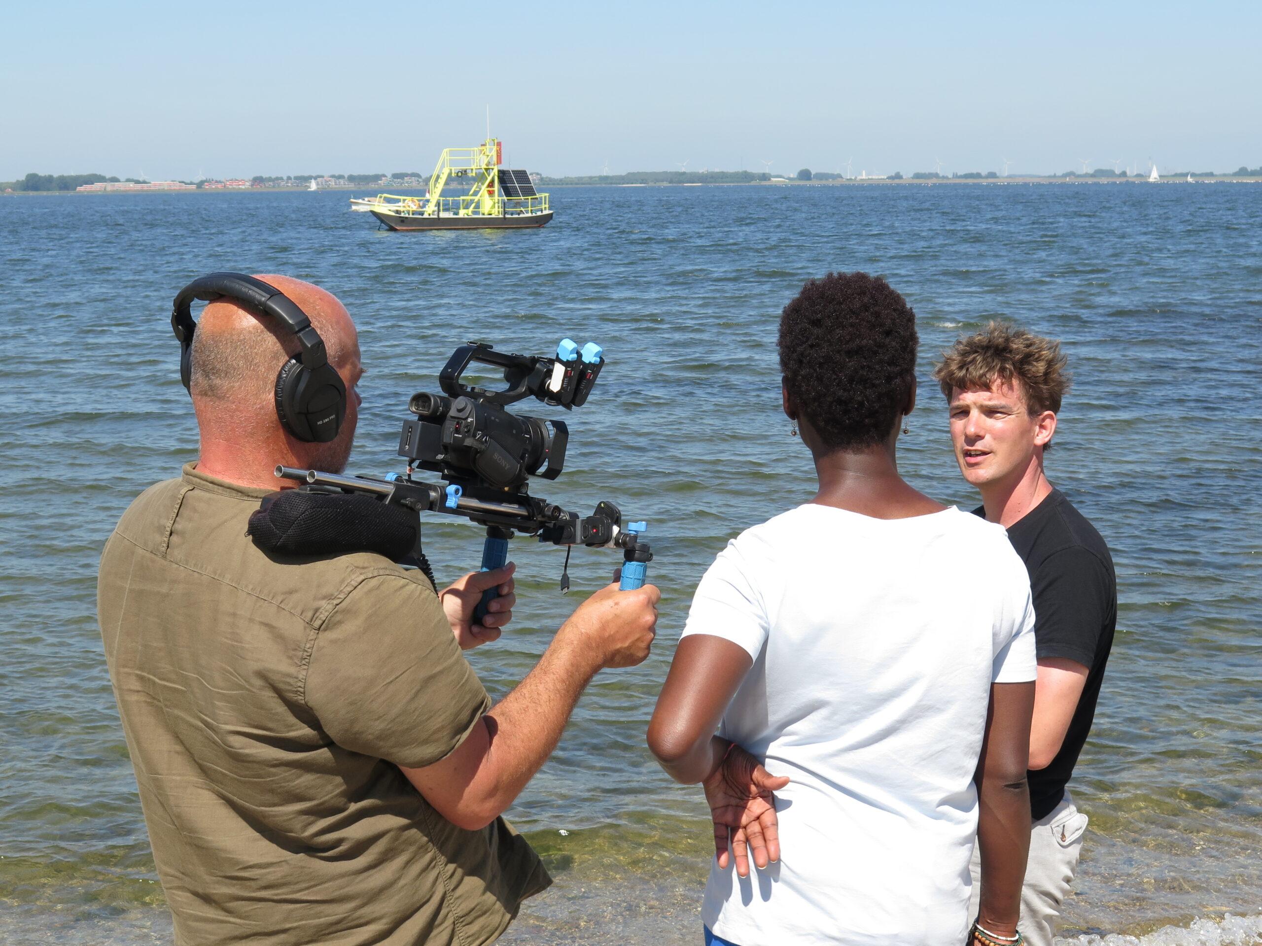 Nijland is being filmed by tv-show Vroege Vogelswordt gefilmd door Vroege Vogels