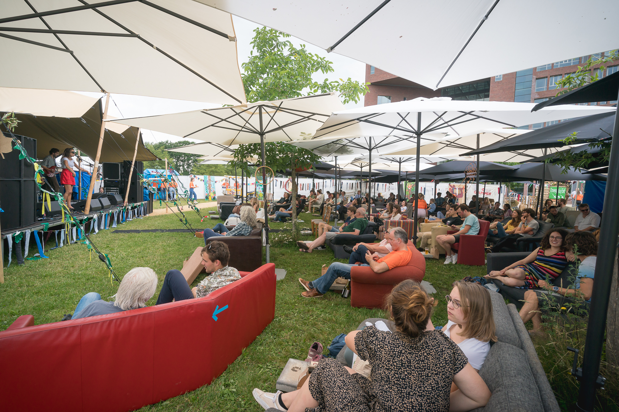 In the picture: Globus 'one big party'